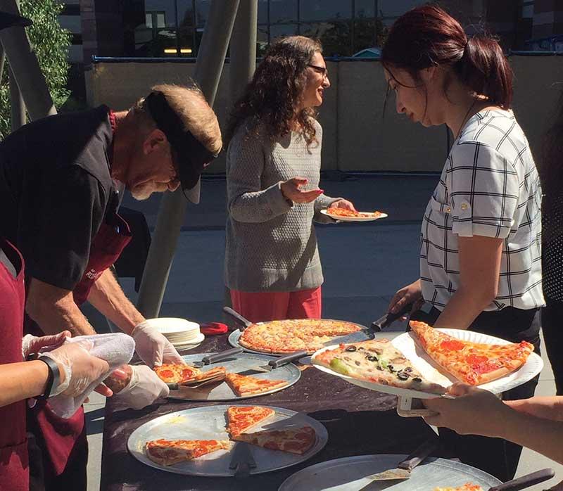 serving-pizza-company-picnic